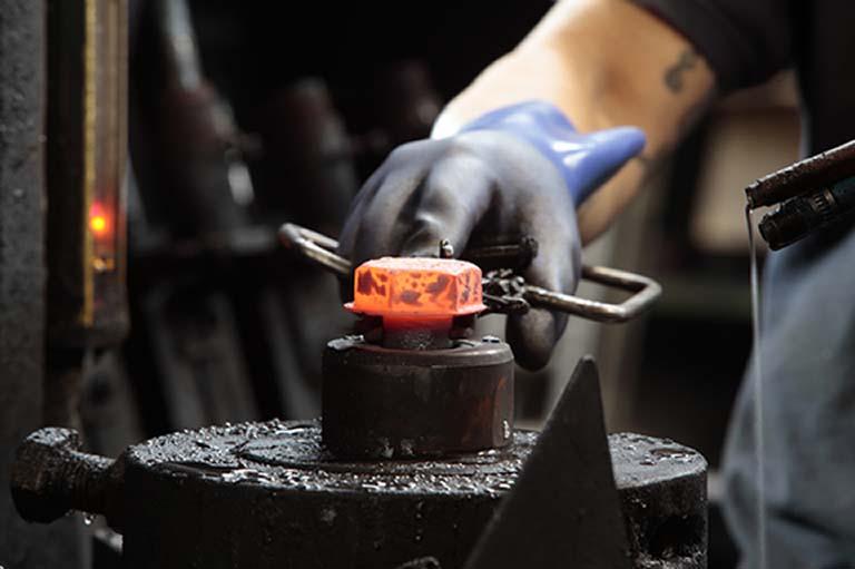 Soluciones integrales de estampación en caliente para la fabricación de tornillos y bulones