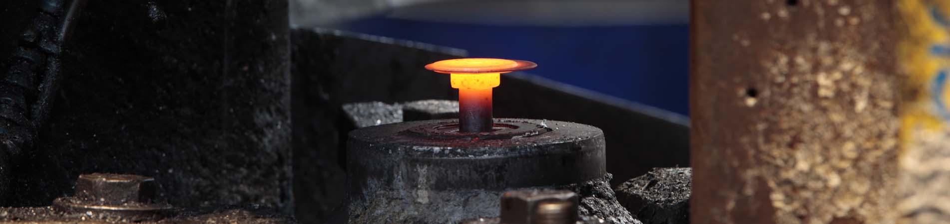 Fabricación de tornillos por estampación en caliente